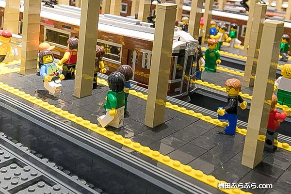 レゴで作られた阪急うめだ駅
