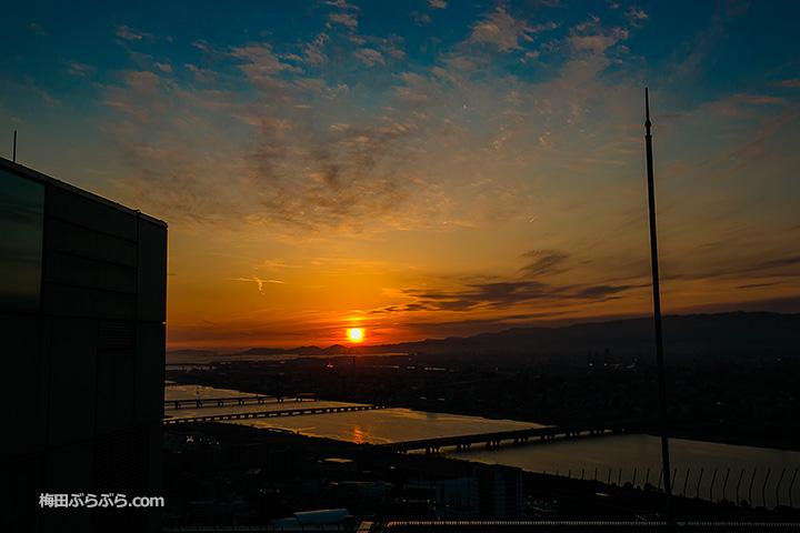 夕日が沈む景色