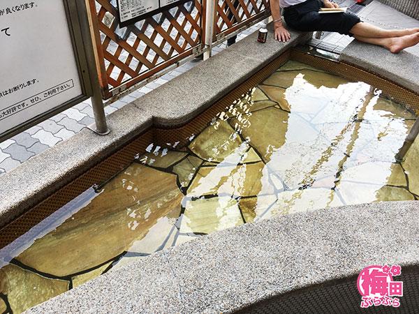 足湯 天然温泉[萬の湯」