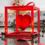 うめきた広場の赤いハート!「Red Heart Gift(レッドハートギフト)」