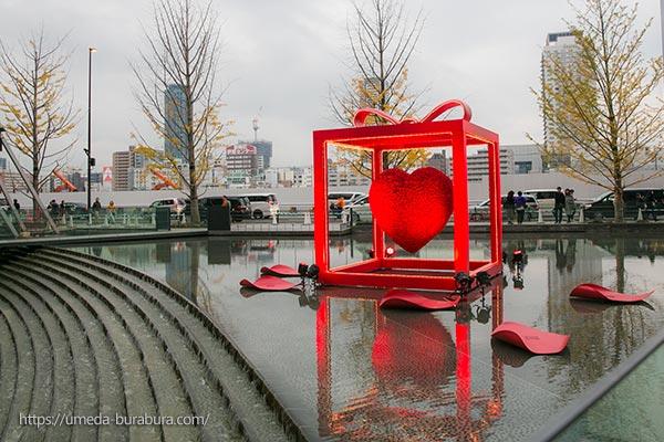 うめきた広場 Red Heart Gift